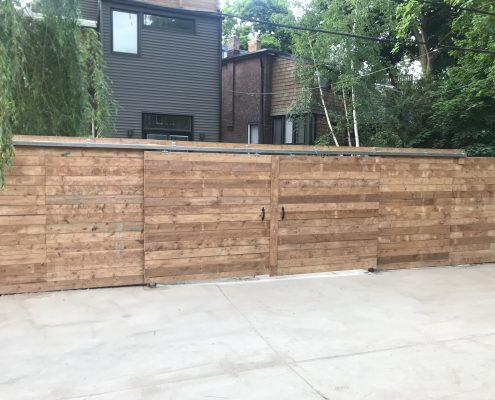 Rolling gate with horizontal fence